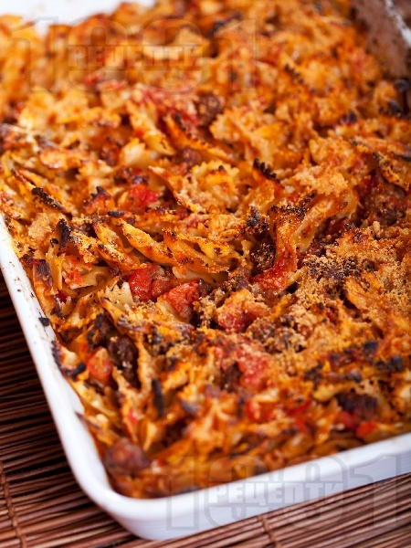 Фарфале с кайма и домати на фурна - снимка на рецептата